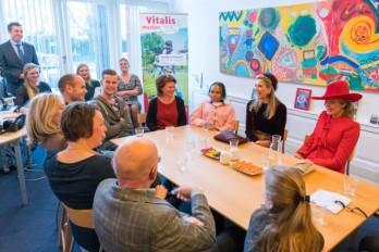 NLD - Den Haag. Werkbezoek van Koningin Máxima en Koningin Mathilde aan Vitalismaatjes. Foto: Redmar Kruithof.